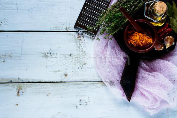 Gyógynövények fűszer fehér fából készült konyhaasztal rusztikus Stock fotó © YuliyaGontar