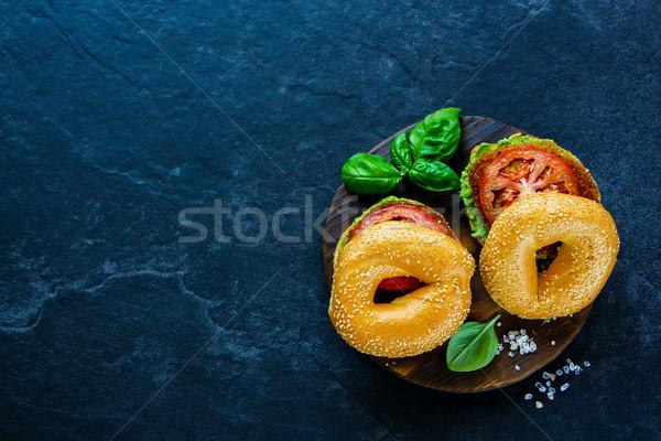 Café da manhã vegan burger tomates abacate Foto stock © YuliyaGontar