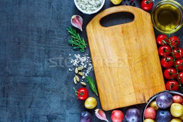 新鮮な オーガニック 野菜 空っぽ ヴィンテージ まな板 ストックフォト © YuliyaGontar