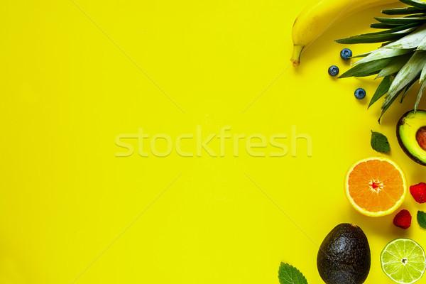 Tropicales frutas creativa disposición orgánico Foto stock © YuliyaGontar