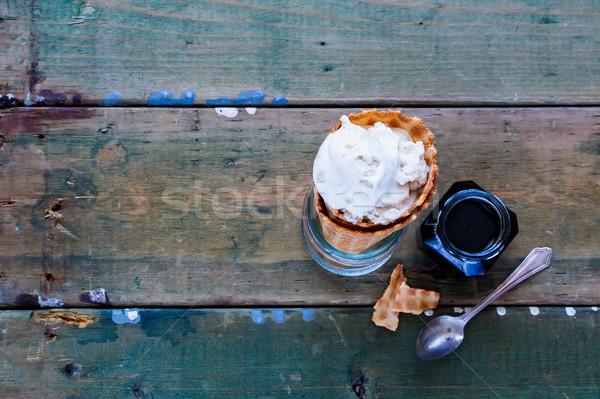 Karamel ijs eigengemaakt wafel kegel grunge Stockfoto © YuliyaGontar