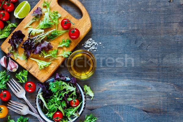Zdrowych Sałatka deska do krojenia górę widoku pomidory Zdjęcia stock © YuliyaGontar