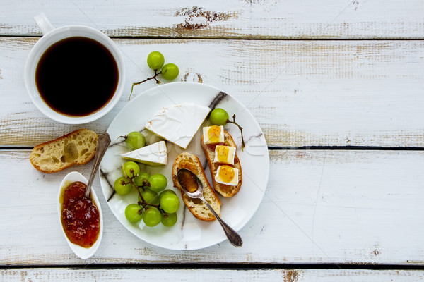 Brie vijg jam sandwiches vers groene druiven Stockfoto © YuliyaGontar