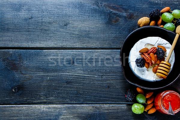 Camembert brie type kaas vers klein Stockfoto © YuliyaGontar