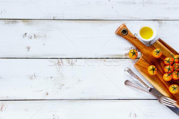 黄色 チェリートマト 木製 まな板 オリーブオイル 白 ストックフォト © YuliyaGontar