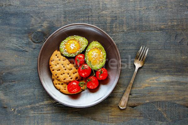 Avokádó sült tojások egészséges vegetáriánus reggeli Stock fotó © YuliyaGontar