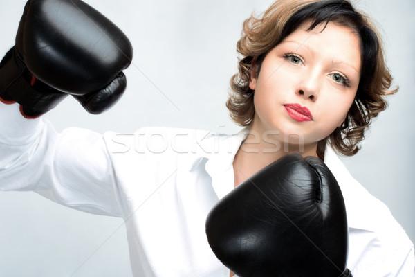 Boos vrouw jonge bokshandschoenen zwarte strijd Stockfoto © yurok