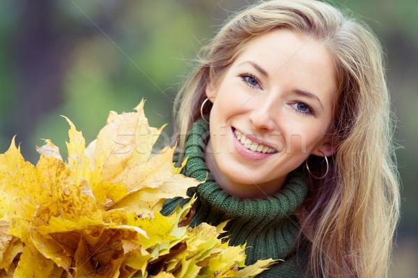 Jonge vrouw park portret smal Stockfoto © yurok