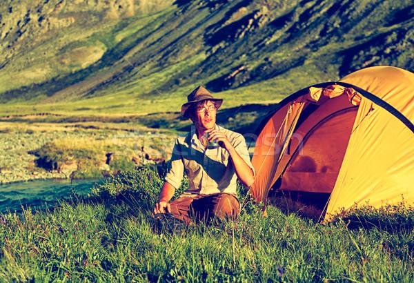 Turista tábor klasszikus szabadtér portré ül Stock fotó © zastavkin