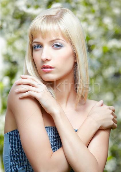 Mooie blond outdoor portret meisje poseren Stockfoto © zastavkin