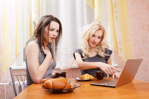 два девочек питьевой чай портрет ноутбука Сток-фото © zastavkin