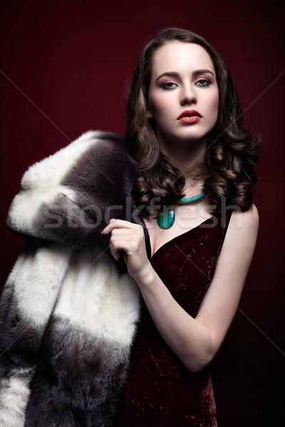 Stockfoto: Blonde · vrouw · pels · jonge · zwarte · jurk · donkere · Rood