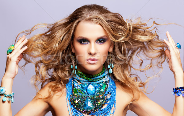 Vrouw bijouterie portret mooie jonge vrouw haren Stockfoto © zastavkin