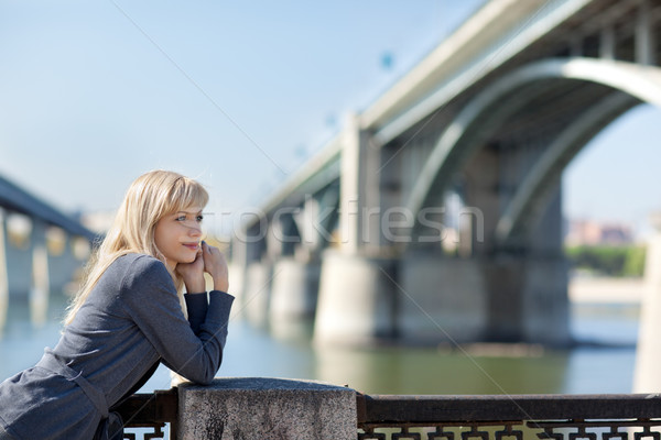 Belle femme pont eau fille sourire Photo stock © zastavkin