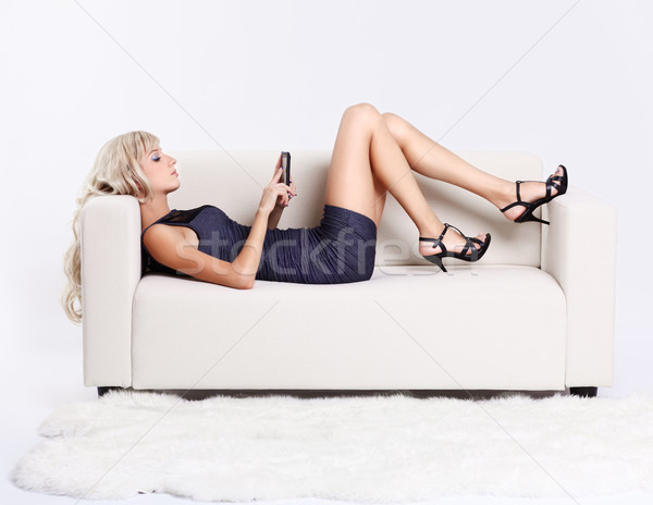 Blond fille smartphone portrait belle jeunes Photo stock © zastavkin