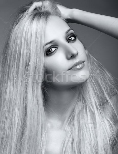 Donna bionda in bianco e nero ritratto grigio Foto d'archivio © zastavkin