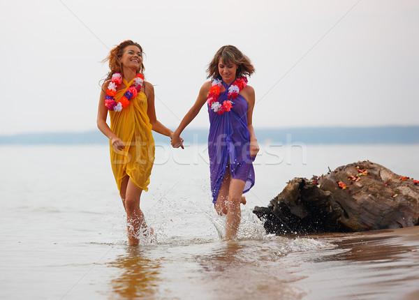 Filles eau jeunes fleurs courir femme Photo stock © zastavkin