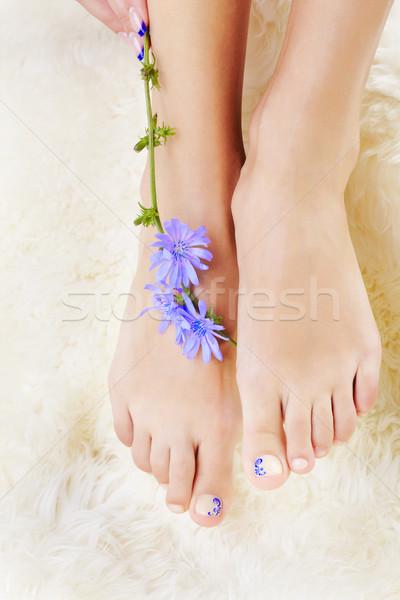 Egészséges lábak virág testrész lövés gyönyörű Stock fotó © zastavkin