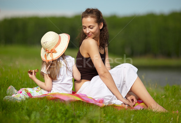 Hermanas hierba picnic mujer belleza verano Foto stock © zastavkin