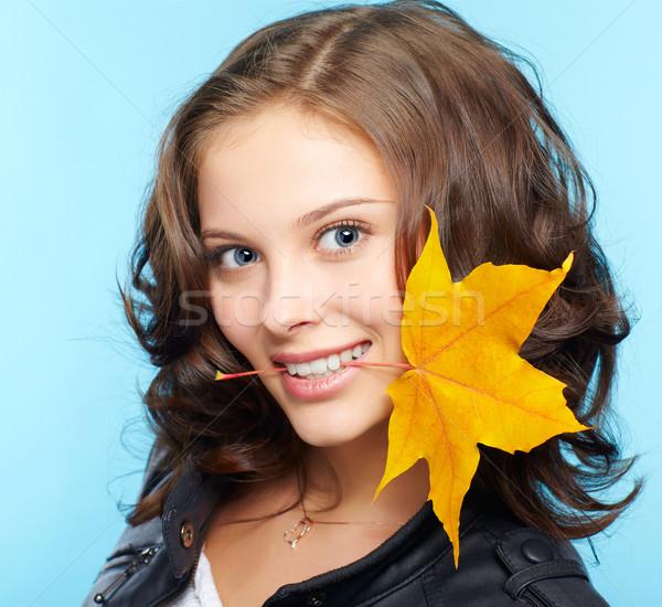 Lány bőrdzseki portré gyönyörű fiatal barna hajú Stock fotó © zastavkin