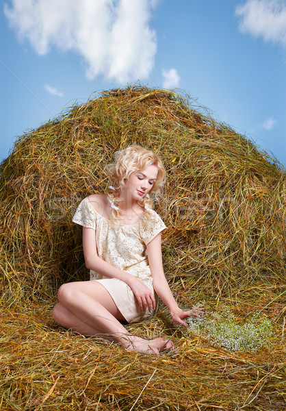 Vidéki lány széna portré gyönyörű szőke nő citromsárga Stock fotó © zastavkin