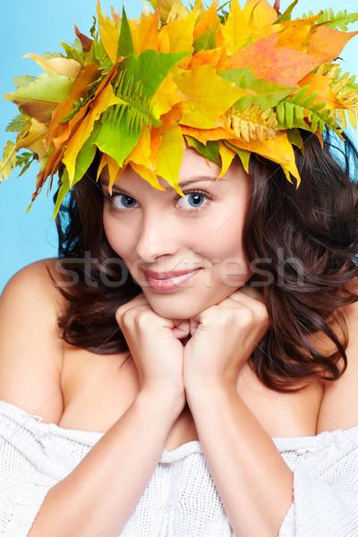 Fille automne guirlande portrait belle jeunes Photo stock © zastavkin