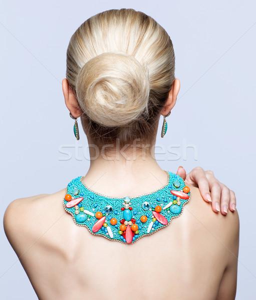 Szőke nő csecsebecsék hát oldal gyönyörű szürke Stock fotó © zastavkin