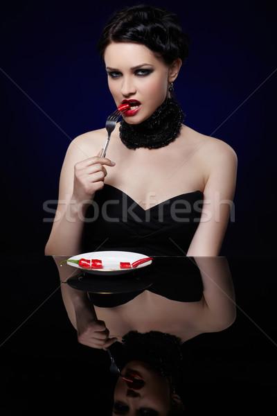 Hermosa morena mujer chile pimienta retrato Foto stock © zastavkin