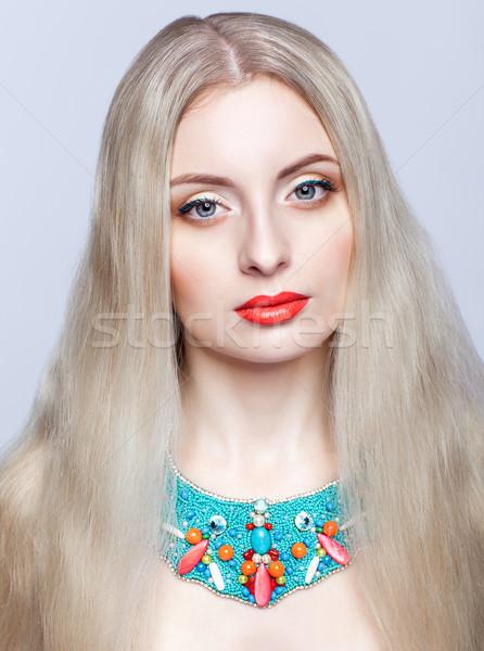 Gyönyörű szőke nő csecsebecsék szürke hosszú nő Stock fotó © zastavkin