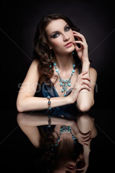 Barna hajú nő tükör portré fiatal gyönyörű Stock fotó © zastavkin