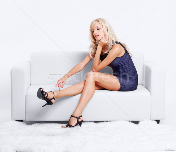 Blond fille canapé portrait belle jeunes Photo stock © zastavkin