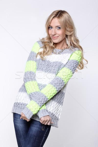 Сток-фото: женщину · серый · зеленый · свитер · женщину · улыбка · лице