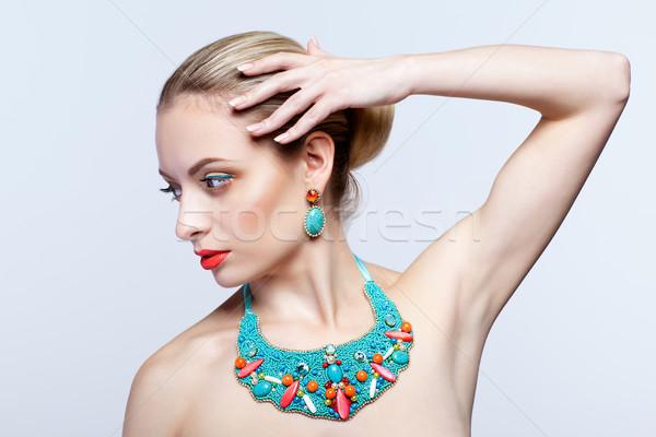Stok fotoğraf: Güzel · sarışın · kadın · bijuteri · gri · model · mavi