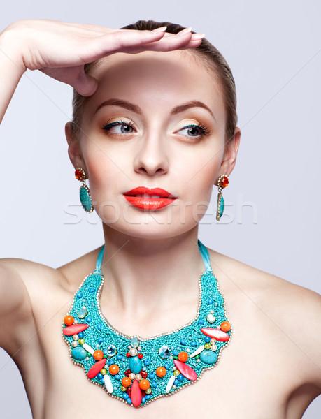 Belle femme blonde bijouterie gris femme modèle Photo stock © zastavkin