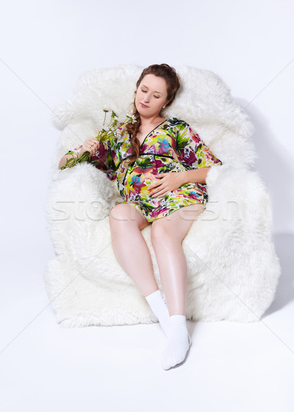 Mulher grávida poltrona retrato jovem belo branco Foto stock © zastavkin