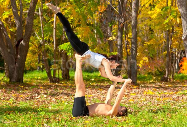 Tantra yoga aantrekkelijk man vrouw praktijk Stockfoto © zastavkin