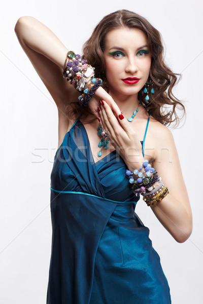 Piękna brunetka portret kobiety młodych kobieta ręce Zdjęcia stock © zastavkin