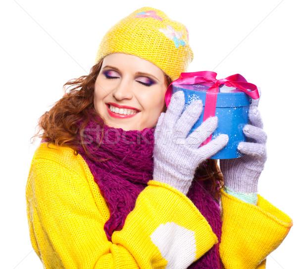 Gyönyörű boldog lány ajándék boldog fiatal nő ajándék Stock fotó © zastavkin