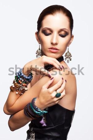 Belo morena mulher jovem retrato azul miçanga Foto stock © zastavkin