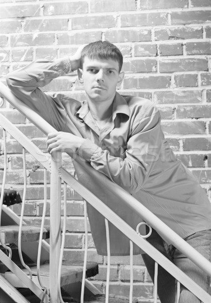 Jeunes élégant Guy portrait posant rouge Photo stock © zastavkin