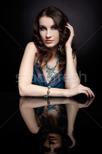 Brunetka kobieta lustra portret młodych piękna Zdjęcia stock © zastavkin