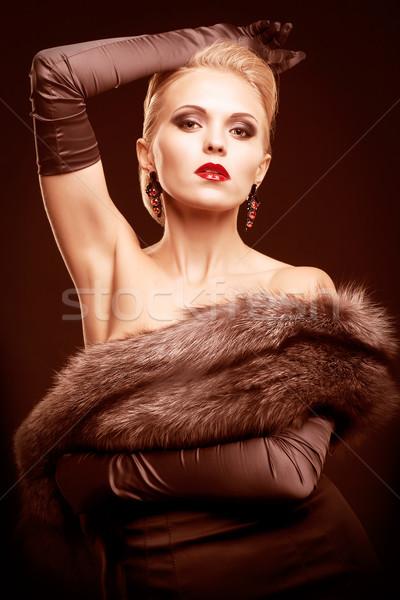 Blonde Frau schwarzes Kleid jungen Silber Fuchs Fell Stock foto © zastavkin