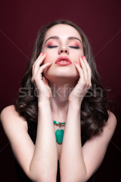 Jovem bela mulher vermelho retrato mulher Foto stock © zastavkin
