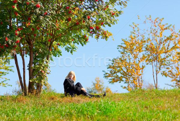 Kadın dağ kül ağaç güzel genç kadın Stok fotoğraf © zastavkin