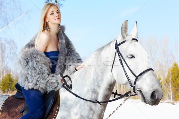 Mooi meisje paard outdoor portret mooie blond Stockfoto © zastavkin