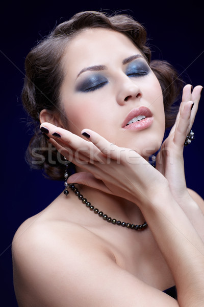 Belle brunette jeunes femme yeux fermés Photo stock © zastavkin