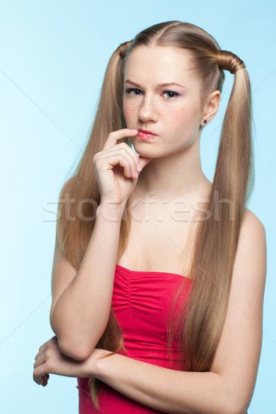 Sommersprossen Mädchen roten Kleid schönen verspielt blau Stock foto © zastavkin