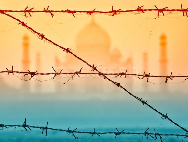 Taj Mahal mögött szögesdrót India kora reggel absztrakt Stock fotó © zastavkin