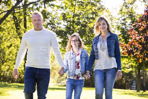 Toevallig jonge familie park drie moeder Stockfoto © zdenkam