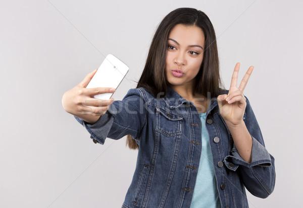 Tini mobiltelefon csinos kaukázusi lezser szürke Stock fotó © zdenkam